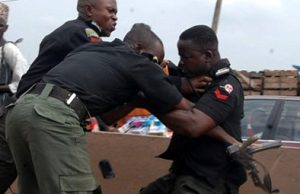 Nigerian police fighting