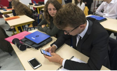 French parliament bans use of mobile phones by students while in school because of distractions