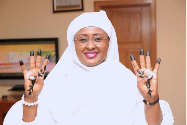 Aisha Buhari strikes 4+4 pose